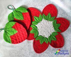 No photo description available. Crochet Crafts, Fabric Crafts, Sewing Crafts, Sewing Projects, Craft Projects, Strawberry Crafts, Strawberry Decorations, Mug Rug Patterns, Quilt Patterns