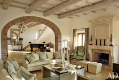 In a restored farmhouse at the western edge of Umbria, the arch between the living room and the entrance hall was re-created from the original structure.