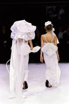 Yohji Yamamoto Spring 1999 Ready-to-Wear Accessories Photos - Vogue