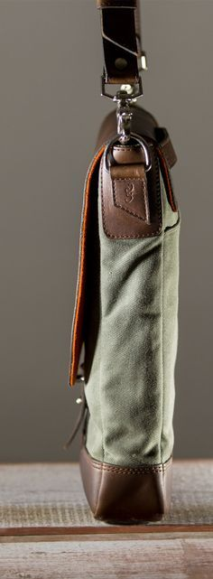 Pad & Quill Field bag by padandquill Cowhide Leather, Leather Men, Leather Bags, Crea Cuir, Canvas Messenger Bag, Canvas Leather, Waxed Canvas Bag, Leather Projects, Hobo Bag
