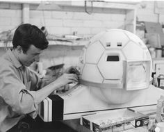 Building a Moonbase sphere (from Gerry Anderson's UFO)