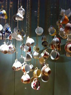 now this is a neat idea! hanging over coffee/tea stand? who has a collection of tea cups i could borrow? Practical Magic, Practical Gifts, Tea Cup Display, Upcycled Home Decor, Art Folder, Alice In Wonderland Party, Merchandising Displays, Cafe Interior, Wind Chimes