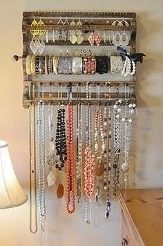 DIY jewelry holder @ Home Improvement Ideas. Best jewelry holder I have seen Jewellery Storage, Jewellery Display, Jewelry Organization, Home Organization, Diy Jewellery, Handmade Jewelry, Recycled Jewelry, Organizing Ideas, Designer Jewellery