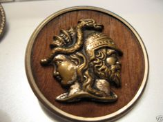 ButtonArtMuseum.com - OLD HIMSHE BRASS BUTTON