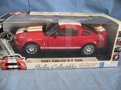 Shelby Collectibles 1:18 Scale Die-Cast 2007 Mustang Shelby GT500 Replica