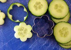 Quer dar outra cara para os legumes e frutas?  É só usar forminhas de fazer biscoitos para alegrar a refeição e o dia!