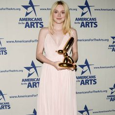 Dakota Fanning Wins Over the Art Crowd - Dakota Fanning wins Bell Family Foundation Young Artist Award