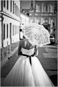 Someone please find me this lace parasol!