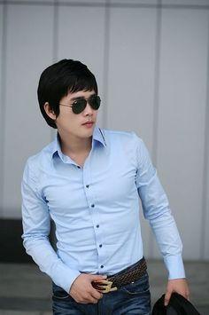 Trim fit spread collar shirts.