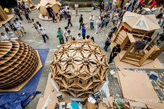 We've found this amazing cardboard city surfing on the internet. Made by students in Hong Kong, this project was able to create interactive and beatifull public space reusing cardboard pieces…