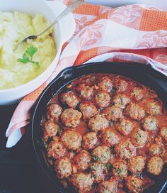 Chiftelute de carne si ricotta/urda in sos tomat