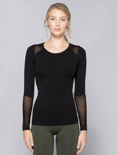The non-basic basic. Featuring a comfy no-seam construction, signature Alala band and mesh detailing, our new seamless long sleeve tee is perfect for any activity. Seamless construction Mesh details i
