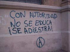 Con autoridad no se educa, se adiestra. You don't educate people with authority, you train them. Street Quotes, Some Quotes, Feminism, Positive Quotes, Love You, Inspirational Quotes, Positivity, Thoughts, Writing