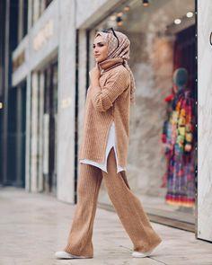 same blouse with skirt Modern Hijab Fashion, Abaya Fashion, Muslim Fashion, Modest Fashion, Skirt Fashion, Fashion Outfits, Hijab Casual, Hijab Chic, Abaya Mode