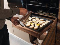 Design Idee Pull Out Küchenarbeitsplatten (10 Bilder) / / ein ausziehbares Zähler installiert direkt unter dem Ofen schafft eine günstige Lage um letzte Vorbereitung vor der Inbetriebnahme des Ofens Essen zu tun.