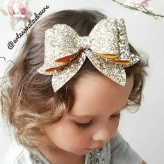 A beautiful OVERSIZED Extra Sparkly & Extra Chunky Glitter Fabric Hair BOW Clip. Securely attached to a strong teethed alligator clip. x at widest points including. PICK Felt Bow clip or headband- polka dot felt bow- glitter bow Red hair bow red white and Fabric Hair Bows, Diy Hair Bows, Bow Hair Clips, Hair Barrettes, Bow Clip, Hairbows, Headbands, Gold Hair Bow, Glitter Hair