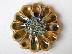Pendant flower By Mª Carmen Rodriguez ( Majoyoal ) https://www.facebook.com/groups/CeramicArtBeadMarket/