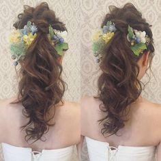 洋装ロケーション撮影のお客様 人気のポニー ナチュラルな造花を 沢山付けました♪ 大人気撮影シーズン!! 10月11月のご予約まだまだ承っておりますヽ(・∀・)ノ ぜひお気軽に お問い合わせください♪ #ヘアメイク #ヘアアレンジ #結婚式 #結婚式ヘア #スタジオ撮影 #ウェディングドレス #バニラエミュ #セットサロン #ヘアセット #アップスタイル #プレ花嫁 #フォトウェディング #前撮り #着物ヘア#ロケーション撮影#結婚式準備 #浴衣ヘア #お呼ばれヘア#2017夏婚 #2018春婚 #結婚準備#振袖ヘア#日本中のプレ花嫁さんと繋がりたい #2017秋婚 #振袖 #花嫁ヘア#和装ヘア#2017冬婚#updo