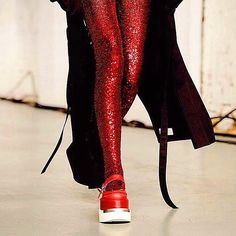There's no place like #LFW! Red sparkling tights added a touch of Oz as #models walked the runway at the #MM6 #SS16 show. #incaseyoumissedit #regram #mm6maisonmargiela (at London Fashion Week)