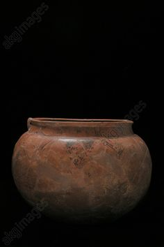 Celtic terracotta pot, Czech Republic, 5th century BC