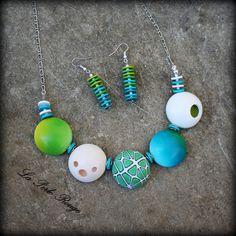 Parure en pâte polymère vert, turquoise et blanc, collier perles creuses.