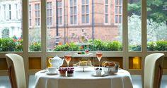 O chá da tarde do restaurante Espelette, no Hotel The Connaught. Tipicamente inglês. Londres, Inglaterra, Reino Unido.  Fotografia: www.the-connaught.co.uk