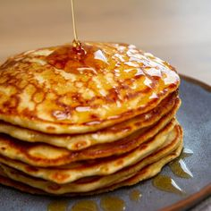 Amerikanske pannekaker med sirup Frisk, Pancakes, Breakfast, Food, Morning Coffee, Pancake, Meals, Yemek, Eten