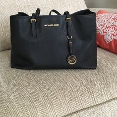 Michael Kors Jet Set tote Authentic Medium size black Michael Kors Jet Set tote. Great for every day use and one of my favorite purchases! You won't be disappointed! Large center divider zipper pouch, one zipper pouch on each side and 2 pockets on each side! Normal wear and tear on the straps. Michael Kors Bags Totes