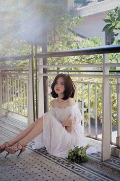 Beauty in white Ulzzang Fashion, Ulzzang Girl, Asian Fashion, Girl Fashion, Style Fashion, Yoon Sun Young, Beautiful Asian Women, Beautiful Images, Girl Pictures