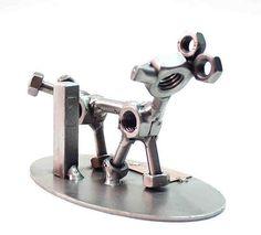 Metallfigur Hund . Für Hundebesitzer ein besonderes Geschenk. Hund gefertigt aus Metall und Schrauben Original von den Machern der Schraubenmännchen Hinz und Kunst.