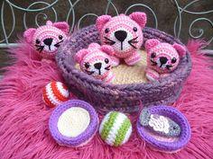 Ravelry: Basket of Kitties in pink. (Inspired by my love of Bagpuss >^-^<)