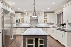 Shaker Kitchen Cabinets, Kitchen Countertops, Kitchen Backsplash, Backsplash Ideas, White Cabinets, Quartz Countertops, Antique Cabinets, Soapstone Counters, White Counters