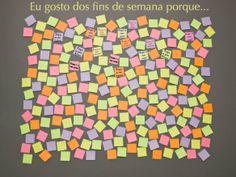 Um mural de post-its pode ser ótimo para que todos em casa ou em sala respondam a uma pergunta. E saibam mais uns sobre os outros.