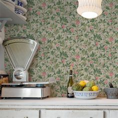 Papier peint - Cole and Son - Strawberry Tree House By The Sea, House In The Woods, Strawberry Tree, Toile Wallpaper, Cole And Son Wallpaper, Scandinavian Interior, Interior Walls, Decoration, Wall Colors