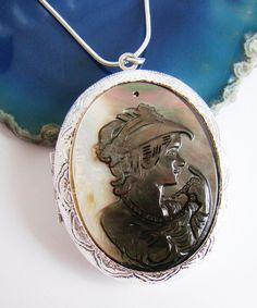 Relicário Camafeu de Madrepérola prata