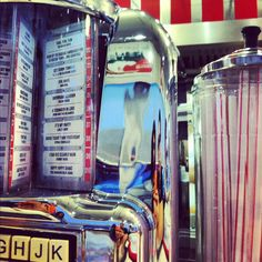 Johnny Rockets Jukebox Lesley Gore, 50s Diner, American Diner, Ice Cream Parlor, Wrestling, Candy Store, Jukebox, Diners, Rockets