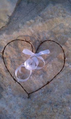 10 Western Rustic Wedding Barbed Wire Hearts