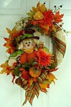 I the old days I made lots of straw wreaths here is an updated one for this Auitumn season Fall Crafts, Holiday Crafts, Crafts To Make, Fall Wreaths, Door Wreaths, Craft Projects, Projects To Try, Craft Ideas, Thanksgiving Tablescapes