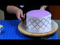 Cakes by Raewyn Video Tutorials #1: How I Stencil onto a Cake with Royal Icing - CakesDecor