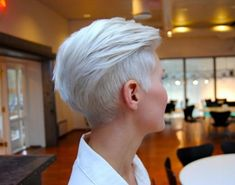 krótkie włosy z grzywką na bok i wygolonym bokiem - Szukaj w Google