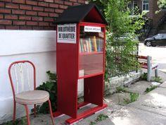 """Extrait du texte En libre service: qui parle des bibliothèques citoyennes, mais aussi d'autres initiatives en """"libre-service"""" Ici une bibliothèque dans le quartier Maisonneuve"""