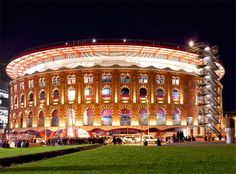 Plaça d'Espanya (Spain Square) - Centro comercial Las Arenas (The Sands shopping center) at night. This once was a bull ring! Best Places To Live, Oh The Places You'll Go, Great Places, Roof Architecture, Commercial Architecture, Las Arenas Barcelona, Places Around The World, Around The Worlds, Shopping In Barcelona