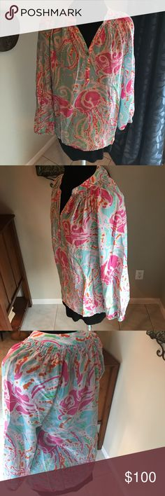 Lilly Pulitzer Elsa silk top Lilly pulitzer elsa silk top! Size medium, great condition! smoke free home! Lilly Pulitzer Tops Blouses