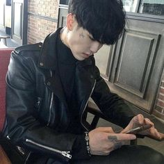 ulzzang boy images, image search, & inspiration to browse every day. Boys Korean, Korean Boys Ulzzang, Ulzzang Couple, Ulzzang Boy, Asian Boys, Asian Men, Pose Reference Photo, Boy Images, Aesthetic Boy
