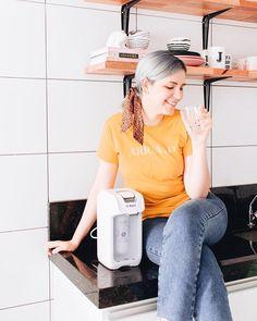 A alegria de quem finalmente tem um purificador de água em casa   Recebi o modelo #Viváx da @ibbl_oficial que além de lindo e compacto é super prático com visor transparente para o refil acionamento de água simples e potente (enche o copo em segundos!) além disso ele te da a liberdade de ser instalado na parede ou sobre a bancada assim como o meu   Agora temos água pura sempre  #aquitemIBBL #ibbl | parceria Instagram Blog, Rose Gold, Diy, Crafts, Polaroid, Vintage, Fashion, Craft Ideas, Templates