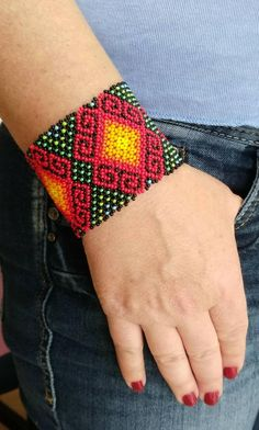 Embroidery Bracelets, Woven Bracelets, Loom Patterns, Beading Patterns, Mexican Pattern, Ethno Style, Purple Chevron, Native Beadwork, Friendship Bracelet Patterns