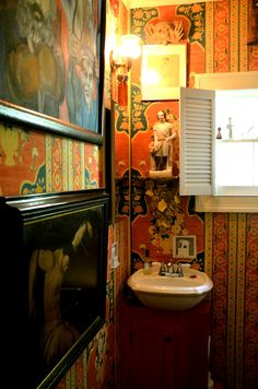 tiny glam powder room: via A Bloomsbury Life Small Space Living, Living Spaces, Small Spaces, Interior And Exterior, Interior Design, Interior Ideas, Bohemian Decor, Bohemian Style, House Tours