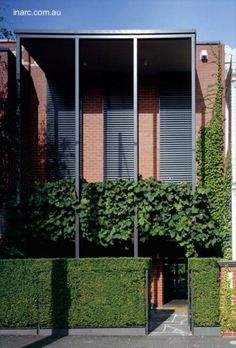 Modern house in Melbourne - Casa australiana angosta entre medianeras remodelada