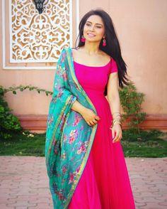 Latest Salwar Kameez Designs, Churidar Designs, Kurta Designs Women, Anarkali Dress Pattern, Kurti Embroidery Design, Kurta Neck Design, Indian Designer Suits, Punjabi Dress, Indian Gowns Dresses