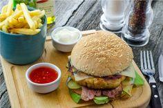 Turkey burger Burgers, Sandwiches, Turkey, Chicken, Ethnic Recipes, Food, Hamburgers, Meal, Eten